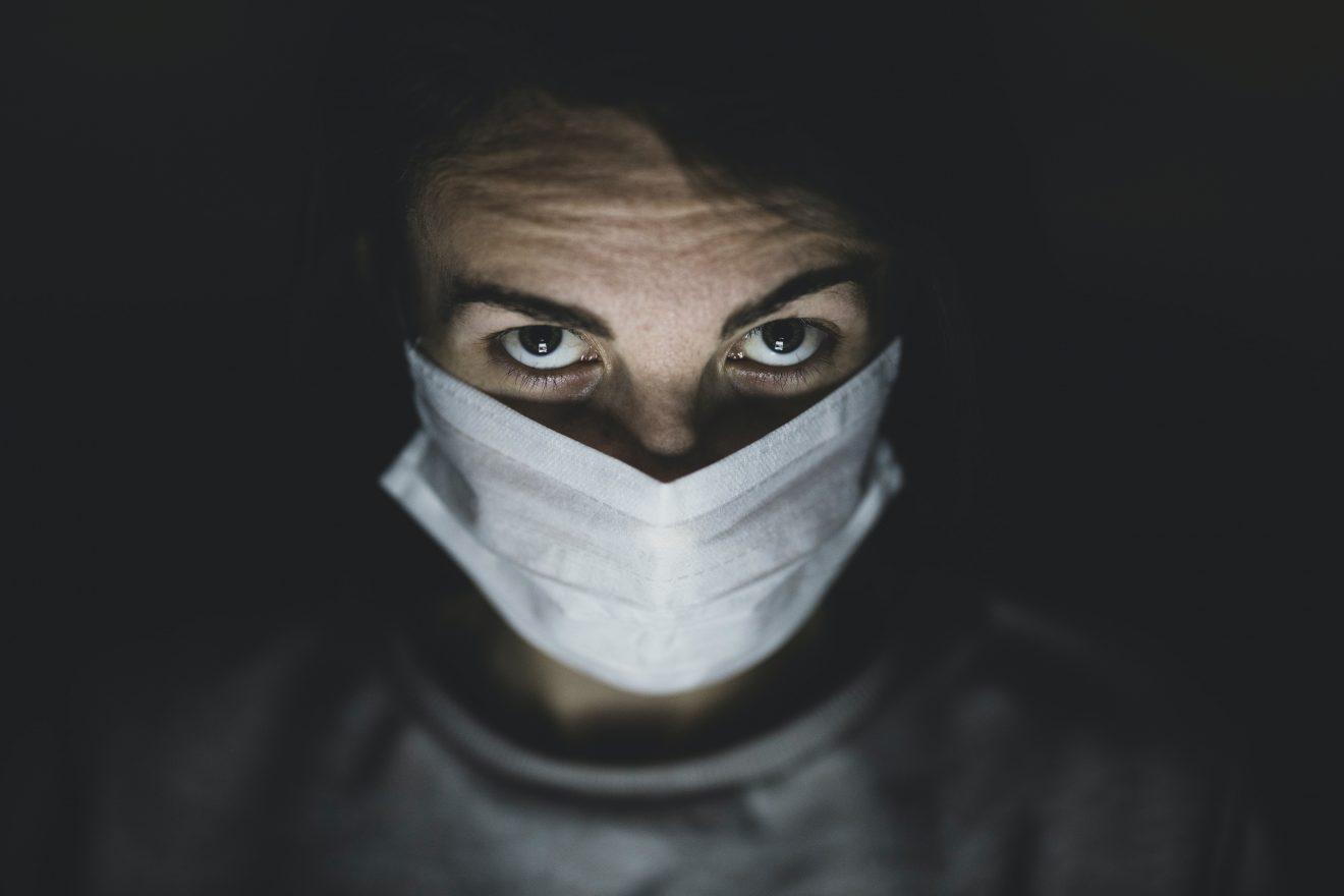 Człowiek wśród ludzi w dobie pandemii