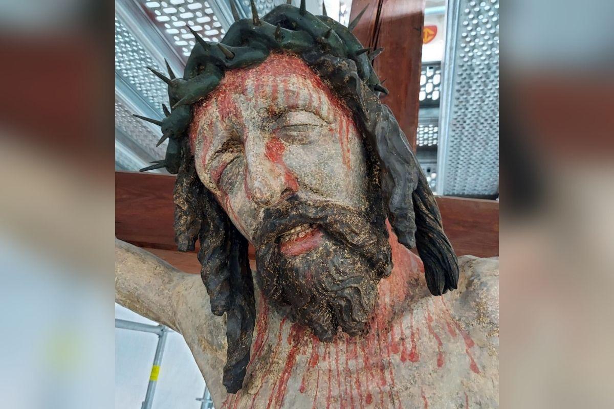 Katedra gnieźnieńska – krucyfiks z belki tęczowej po renowacji